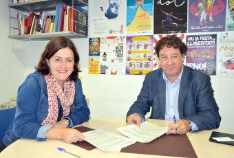 Elvi Vila i Francesc Xavier Ferré en el moment de firma el conveni