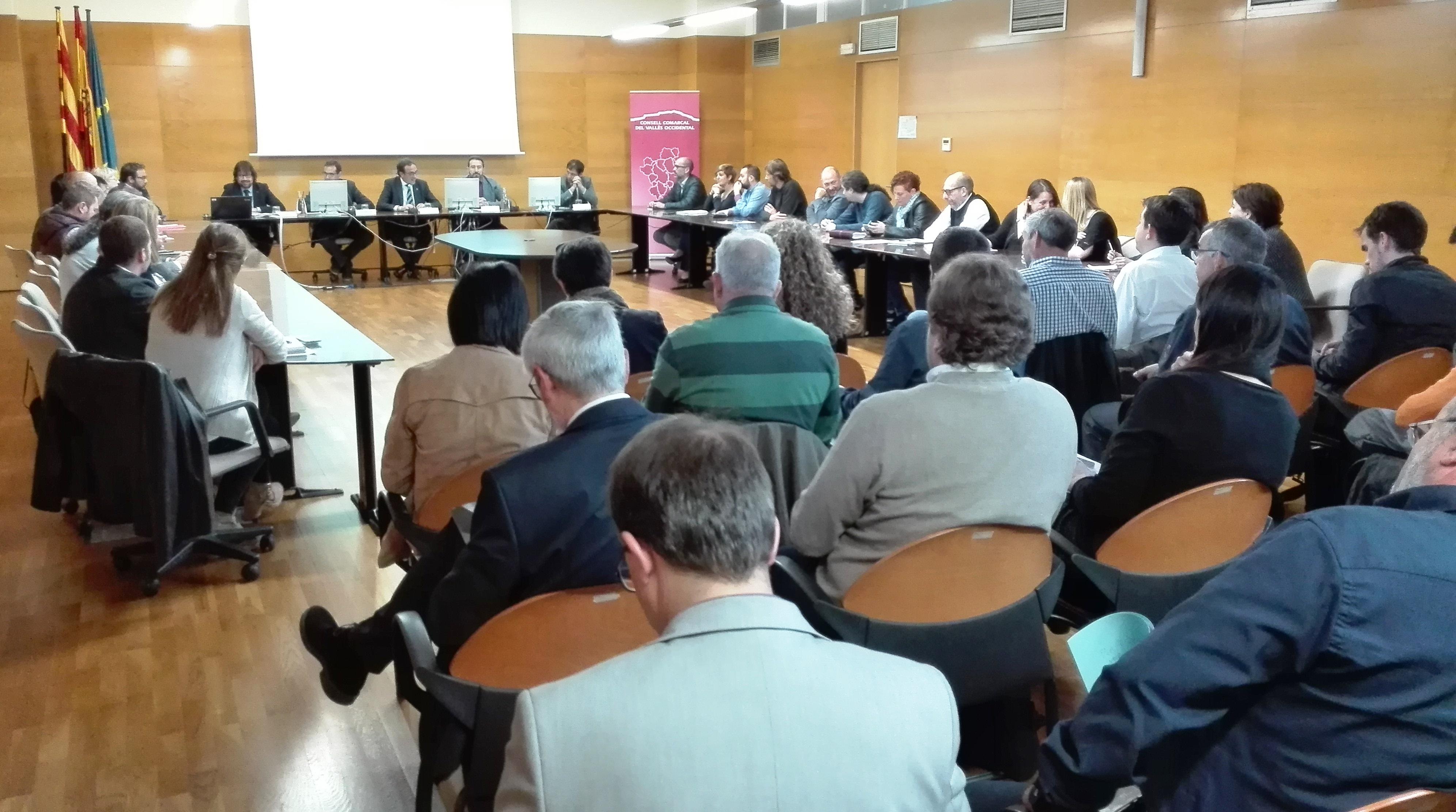 Un moment de la reunió celebrada ahir a la seu del Consell Comarcal del Vallès Occidental