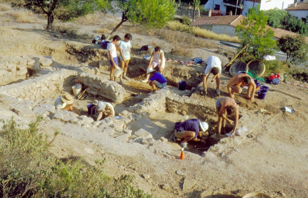 Al jaciment de Ca n'Oliver s'han fet 24 campanyes d'excavacions