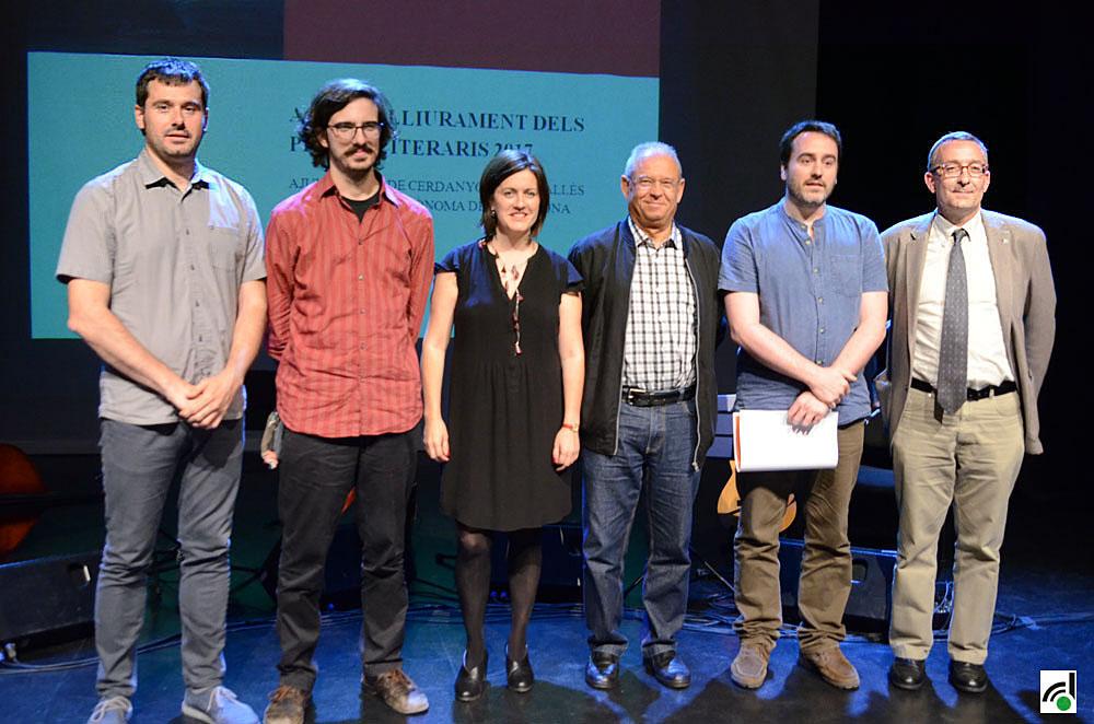 Foto dels guanyadors amb les autoritats presents a l'acte