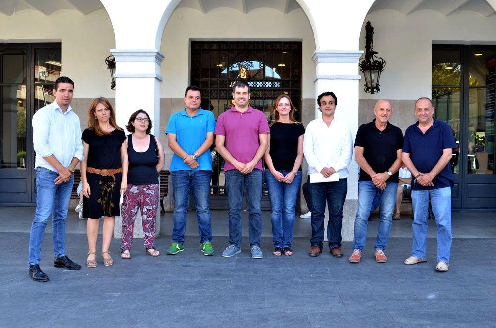 L'alcalde i els representants de tots els grups municipals presents al consistori es fotografiaren junts per a mostrar el suport unànim a la solució per Guiera