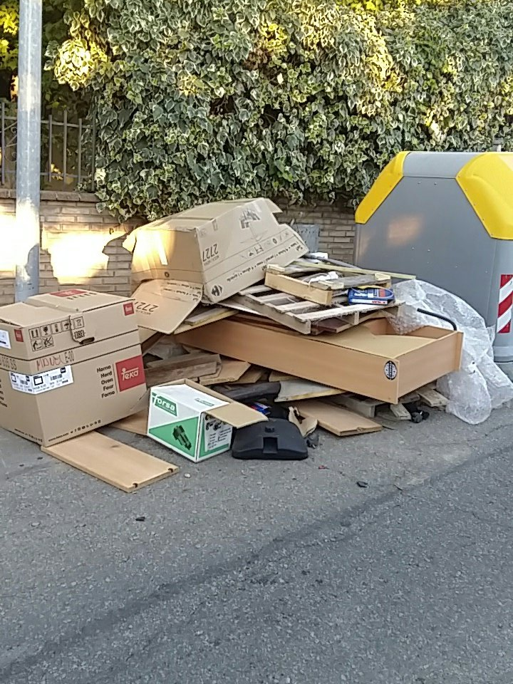 En les darreres setmanes ha incrementat de forma notable els mobles abandonats al carrer