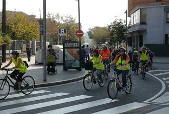 La bicicletada va passar per davant de l'Ajuntament