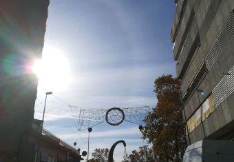 Les llums de Nadal ja s'estan col·locant als carrers
