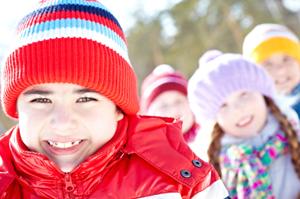 Infants abillats per a superar el fred