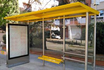 Nova marquesina instal·lada a la parada del carrer d'Anselm Clavé