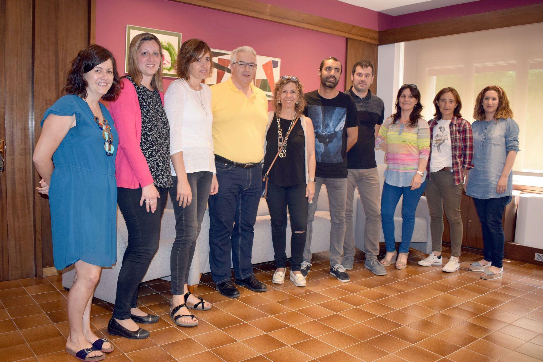 Foto de família de les persones presents a la reunió