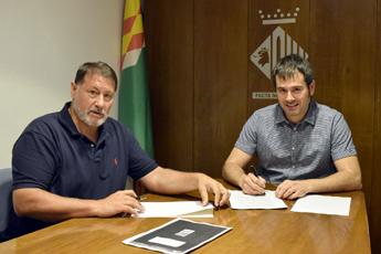 Josep Fort i Carles Escolà en el moment de signar l'acta de reversió