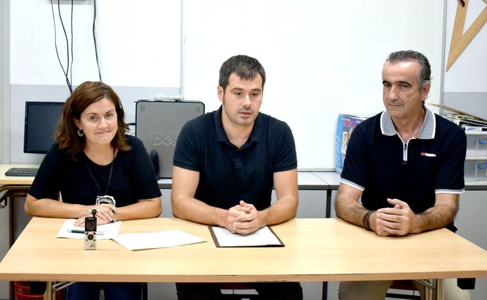 L'alcalde, la regidora d'Educació i el director de l'EM la Sínia han atès a la premsa