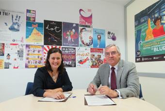 Elvi Vila i Joaquim Serrahima en el moment de la firma del conveni