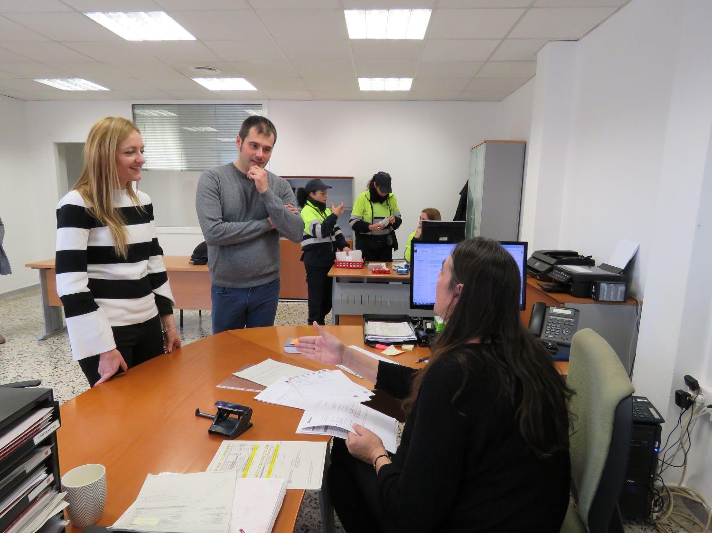 Contxi Haro i Carles Escolà a les oficines de Cerdanyola Promocions