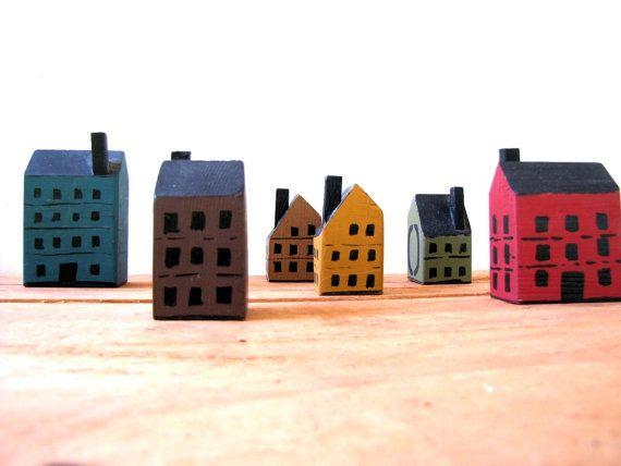 Cases de fusta de joguina