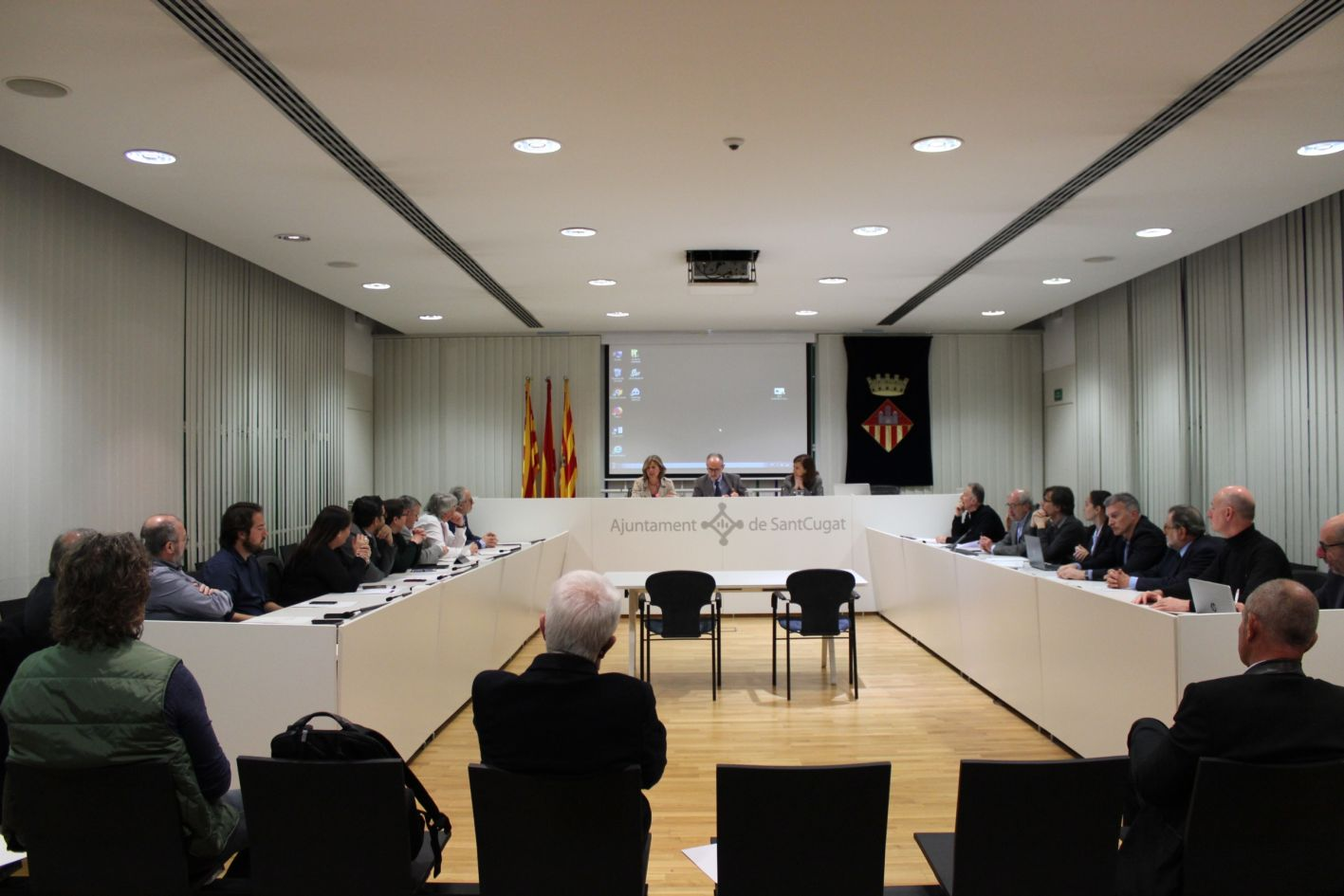 Un moment de la reunió de l'Associació B30