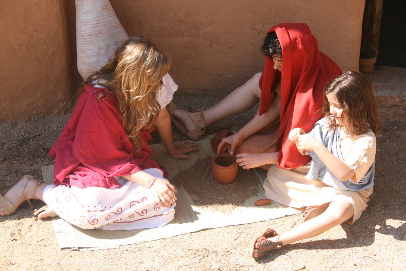 Les dones fent ceràmica