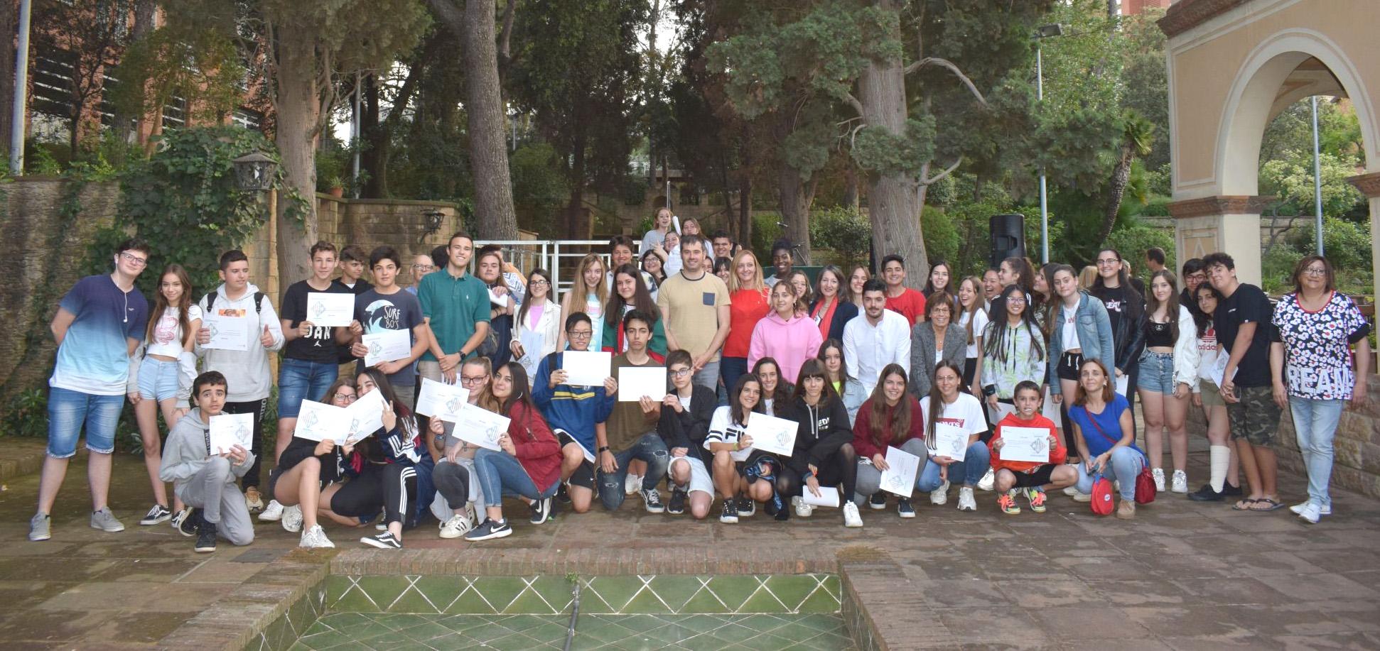 Foto de família de l'acte de lliurament de premis i diplomes