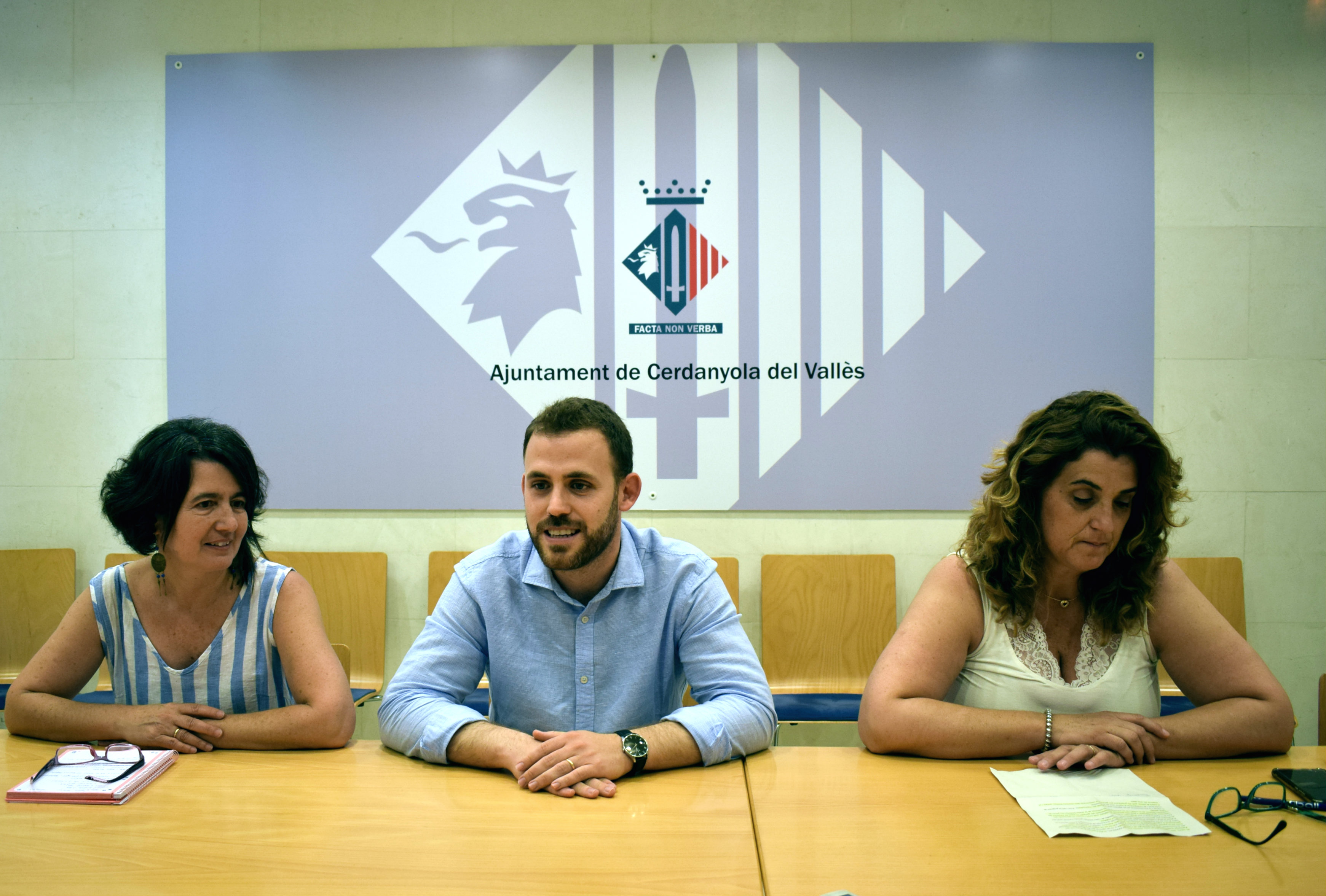 Eulàlia Mimó, regidora de Planificació Urbanística, Carlos Cordón, alcalde, i Pepi Rivera, regidora de Cultura