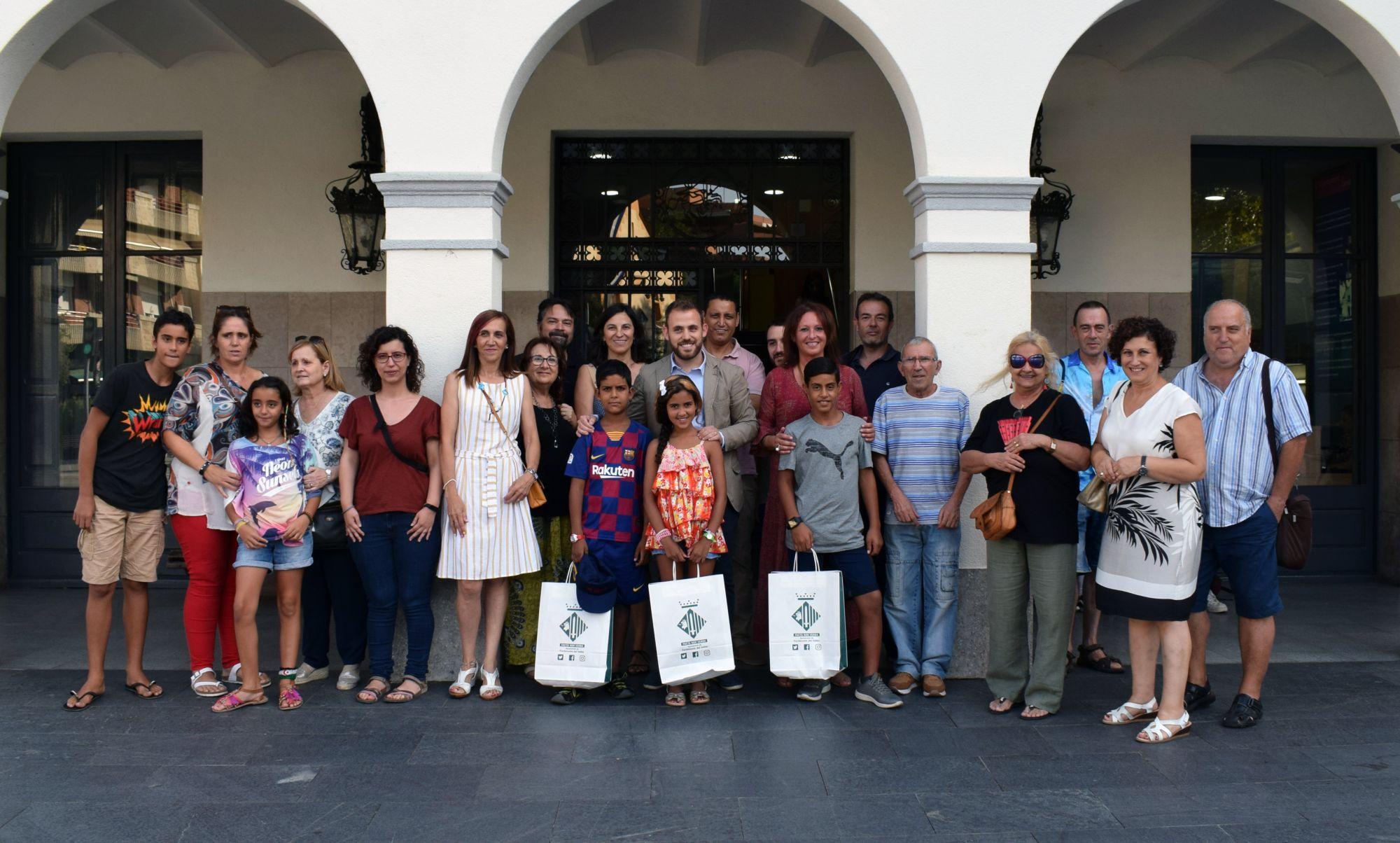 Famílies, infants, representants polítics després de la recepció