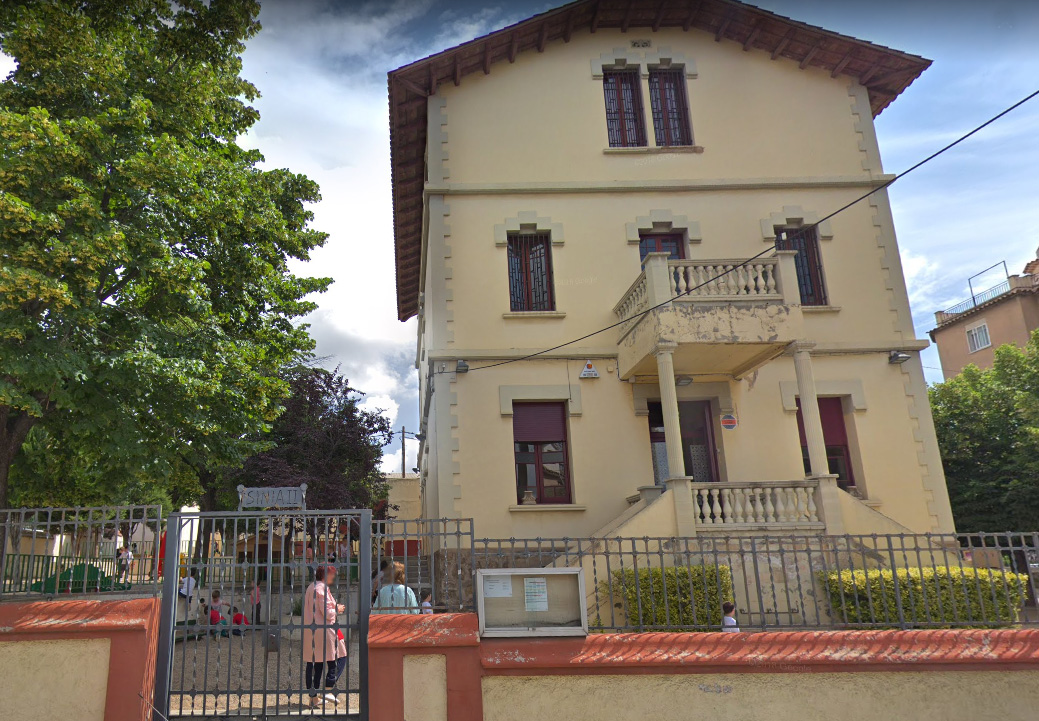 Un dels edificis de l'Escola Municipal La Sínia
