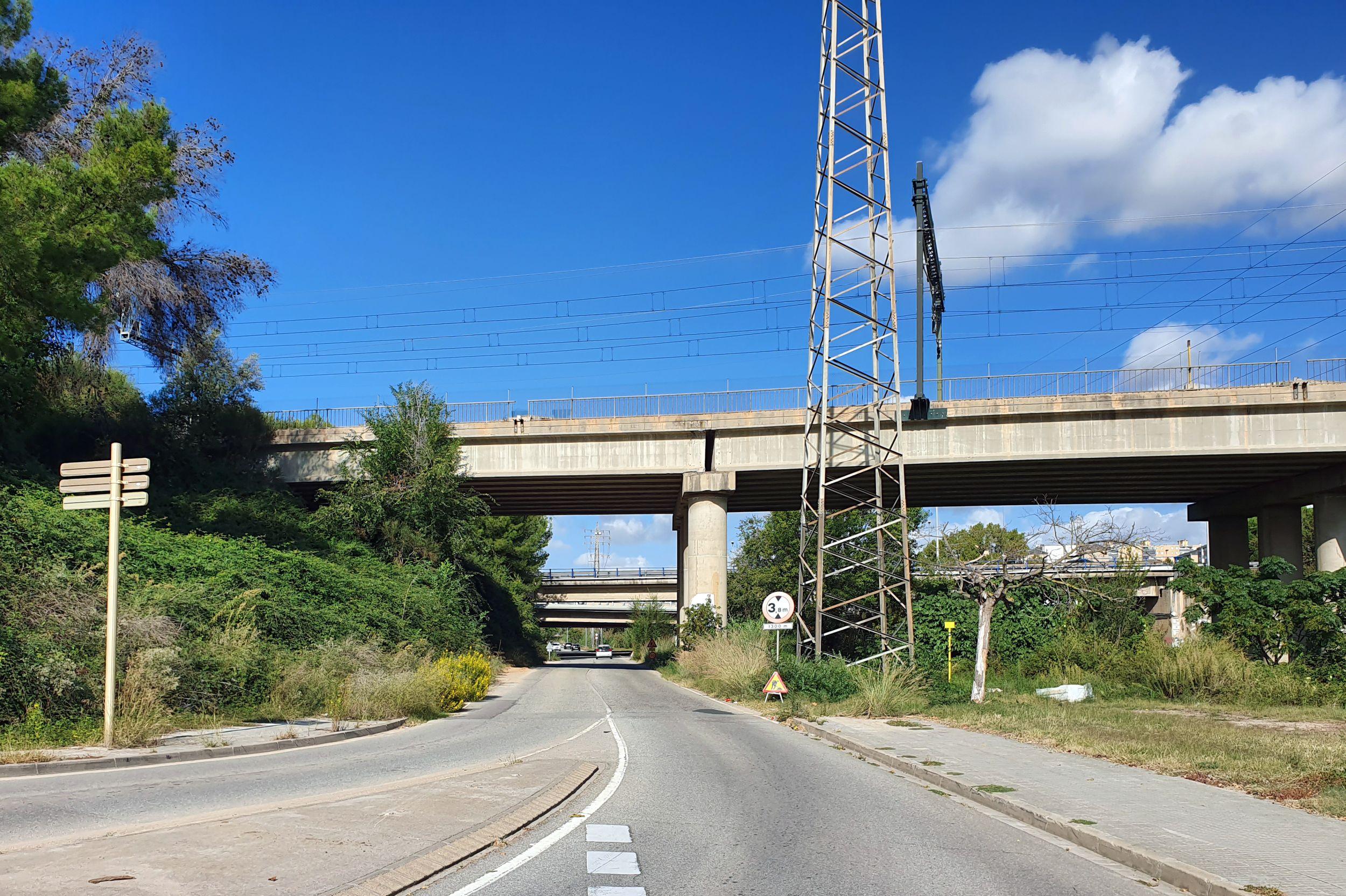 El camí per a vianants i bicicletes anirà paral·lel al vial que uneix Cerdanyola i Badia
