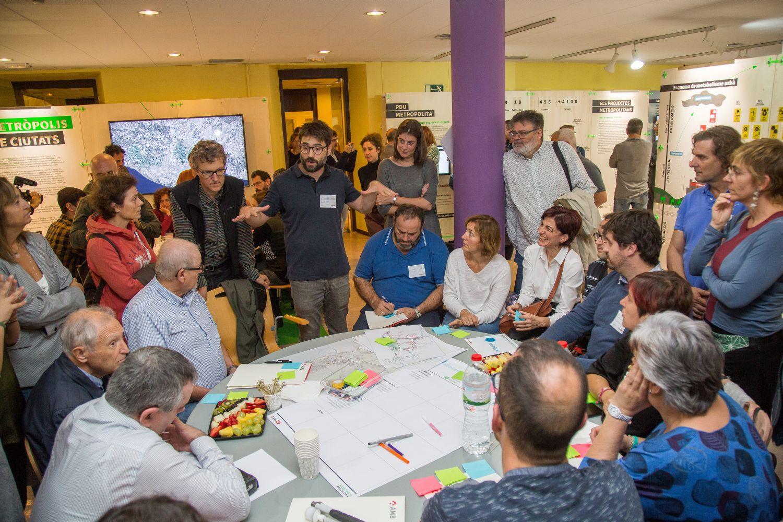 Taula de treball en el debat ciutadà celebrat ahir a ca n'Altimira