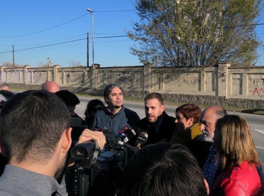 Un moment de la roda de premsa de les i els alcaldesses i alcaldes