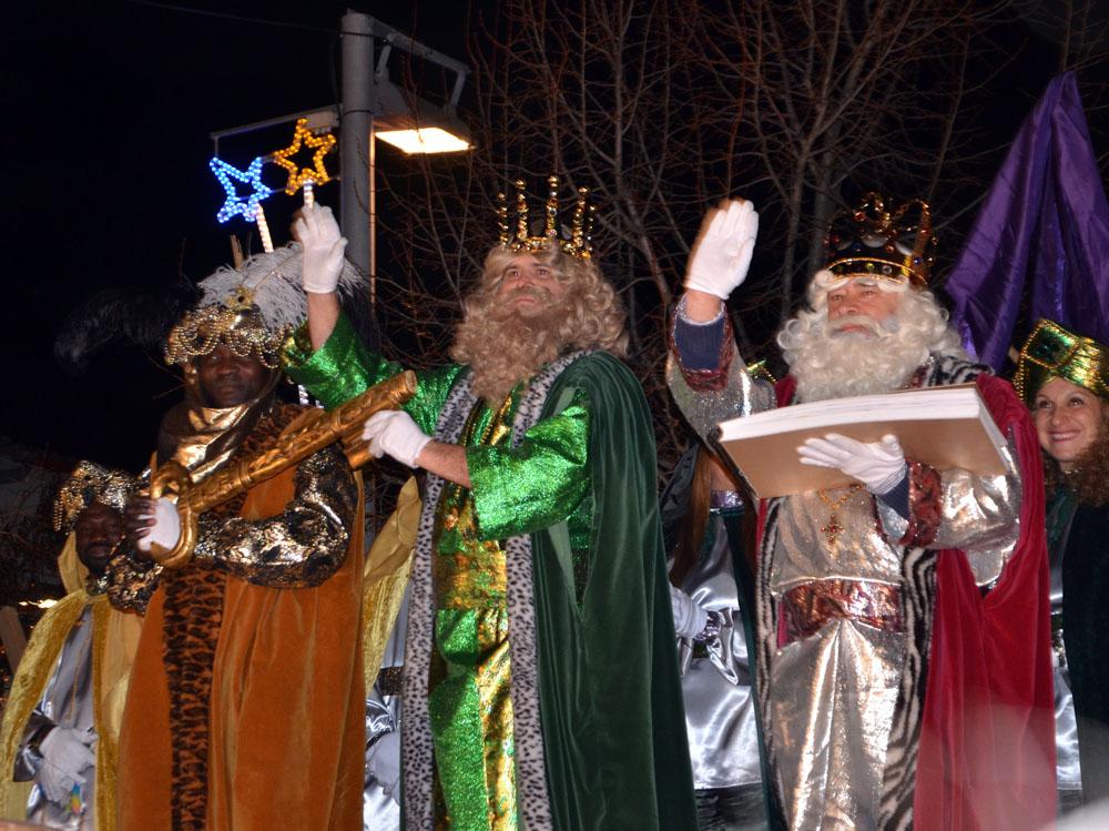 Els Reis amb la clau de la ciutat i el llibre de desitjos dels infants de Cerdanyola