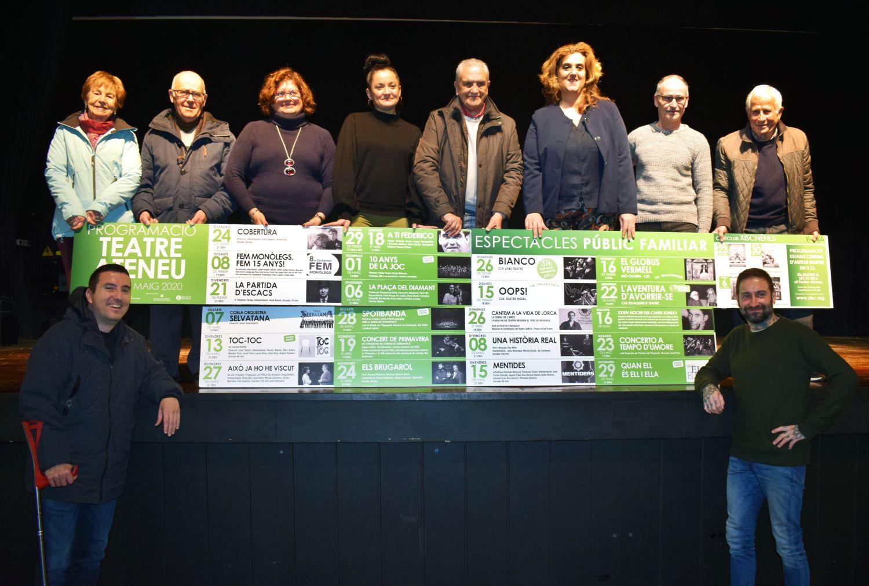Fotografia amb les persones representants de les entitats que participen en la programació