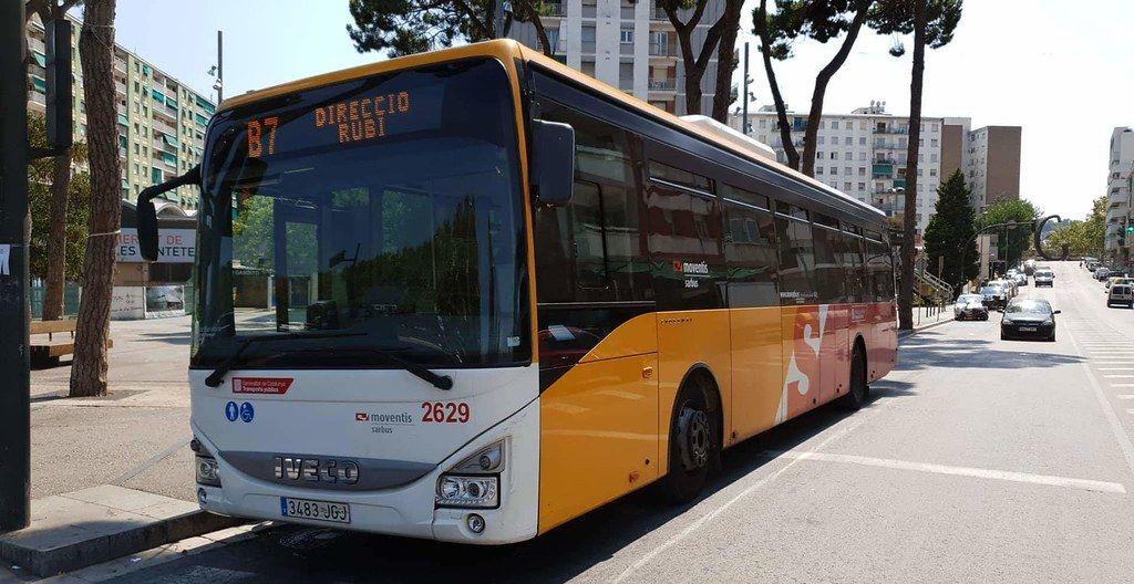 Autobús B7 a la parada de Les Fontetes