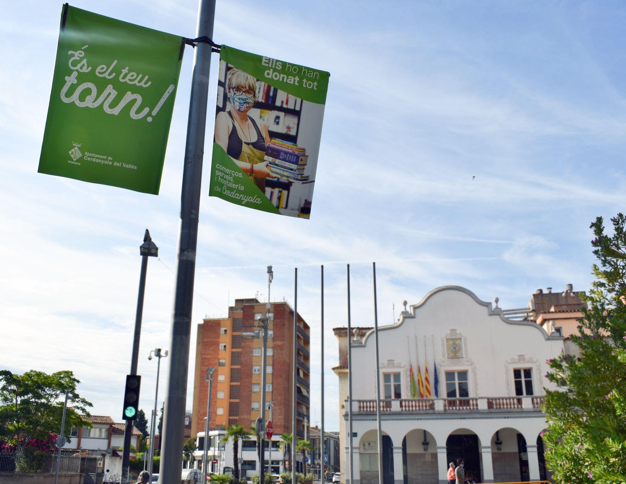 Les banderoles ja es poden veure al principals carrers de la ciutat