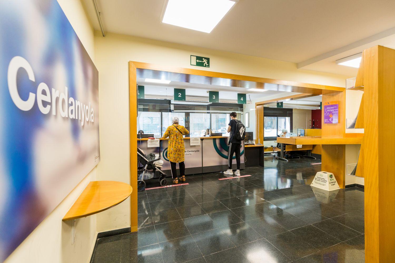 Interior de l'Oficina d'Atenció Ciutadana de Cerdanyola