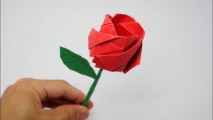 Rosa feta de paper
