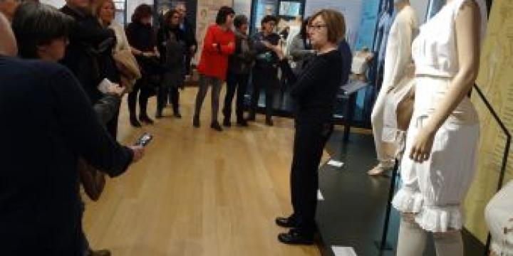 Visita guiada a l'exposició 'Intimitats. La roba interior dels segles XIX al XXI'