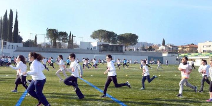 L'escola Carles Buïgas corre en solidaritat amb els infants que no tenen aigua potable