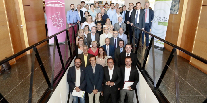 Fotografia dels signants de l'acord