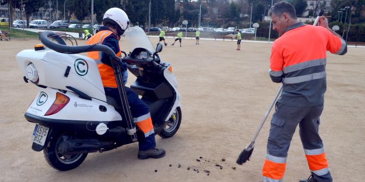 Moto preparada per recollir femtes al Parc Xarau. Foto www.cerdanyola.info