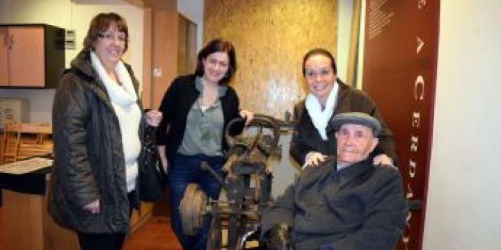 Carme Xufré, Elvi Vila i Josefina Xufré (d'esquerra a dreta) amb Jaume Xufré