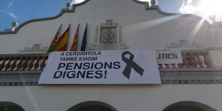 Pancarta demanant pensions dignes