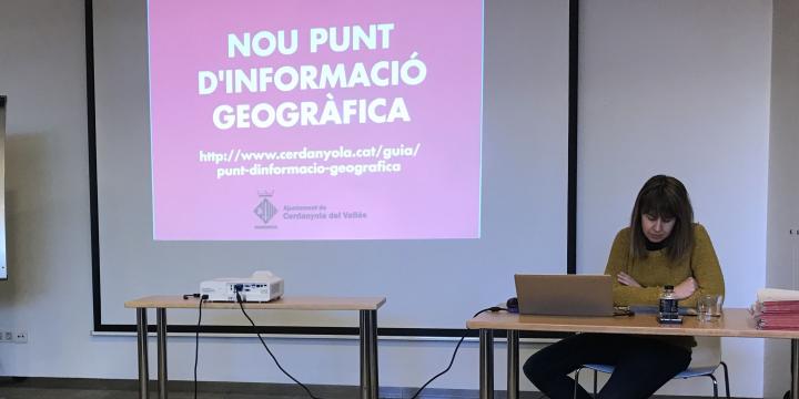 Joana Agelet presenta el Punt d'Informació Geogràfica de Cerdanyola del Vallès