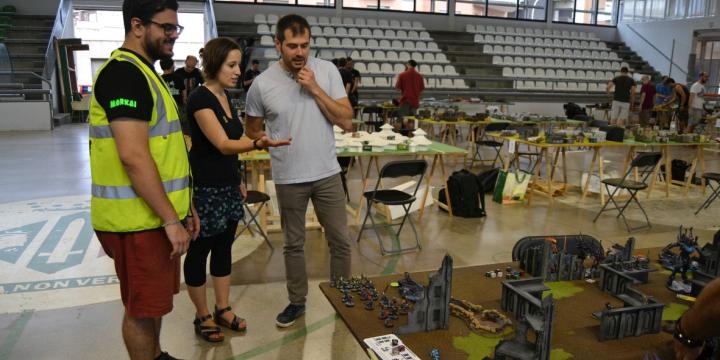 L'alcalde Carles Escolà i la regidora d'Esports Laura Benny han visitat el torneig amb el president del Waaagh Enric Montià