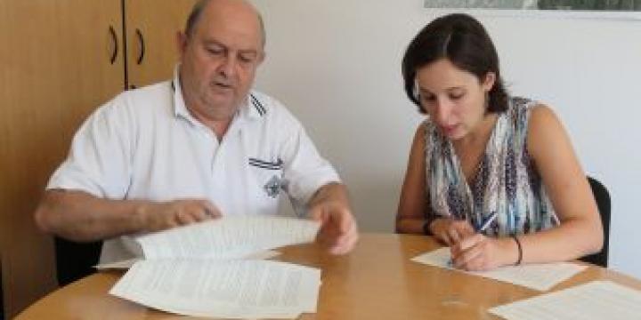 Jaume Grau i Laura Benseny signat el conveni de col·laboració