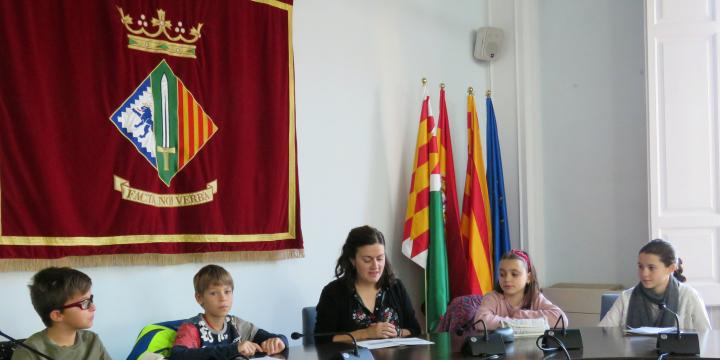 Genís Avalós, Pol Fontseca, Elvi Vila (regidora d'Educació), Emma Cordero i Anna Sánchez