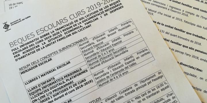 Foto dels documents per sol·licitar les beques