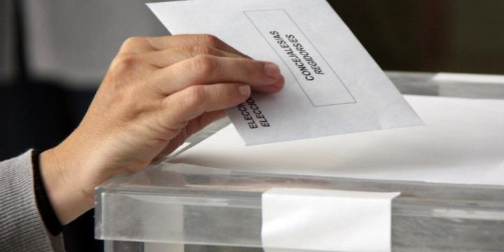 Moment de votar. Arxiu.