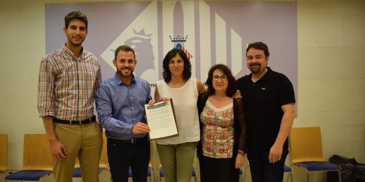 Foto de grup signant l'acord