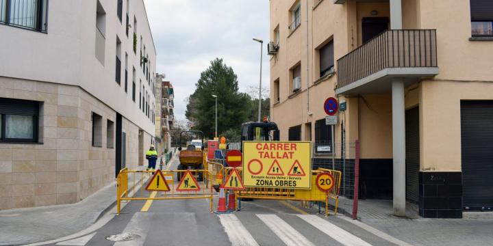 Senyalització de carrer tallat al passatge dels Codonyers