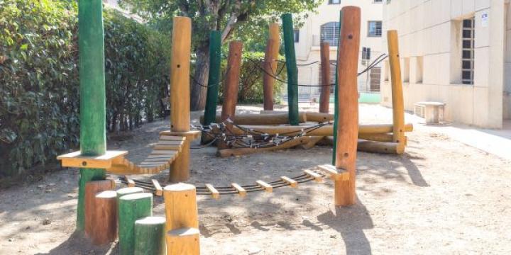 Jocs de recorregut instal·lat a l'escola Xarau
