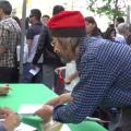 Miquel Sánchez signant el seu llibre l'any passat