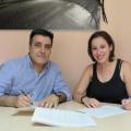José Maria Blanco i Laura Benseny firmant el conveni de col·laboració