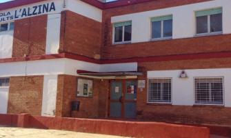 Façana del Centre de Formació d'Adults L'Alzina