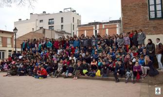 Foto de família de l'alumnat que forma les cooperatives escolars
